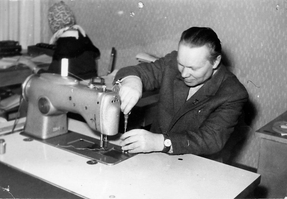 Töömees Artur, kes Linette õmblusmasinaid alati naerusuil parandas.