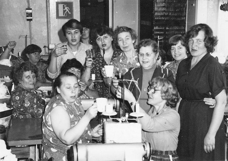 Me armastasime oma tööd ja oma töökohta. Isegi, kui kellelgi juhtus sünipäev olema, tähistasime seda, pitsid käes, õmblusmasinate otsas.
